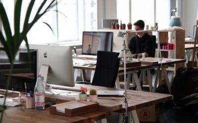 Hoe houd je de focus in een open kantoor